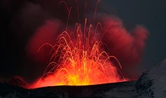 Lava spewing from a volcano near Eyfafjallajokull, Iceland, 2010 (Source: dailymail.co.uk)