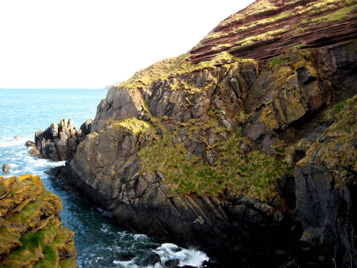 Siccar Point, Scotland - Horizontal red sandstone bedding overlaying vertically bedded  greywacke. (Source: Dave Souza at Wikipedia)