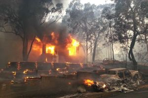 A house is engulfed in flames from bushfires in Yellow Rock, Blue Mountains, near Sydney, October 17, 2013. AAP: Jason Webster