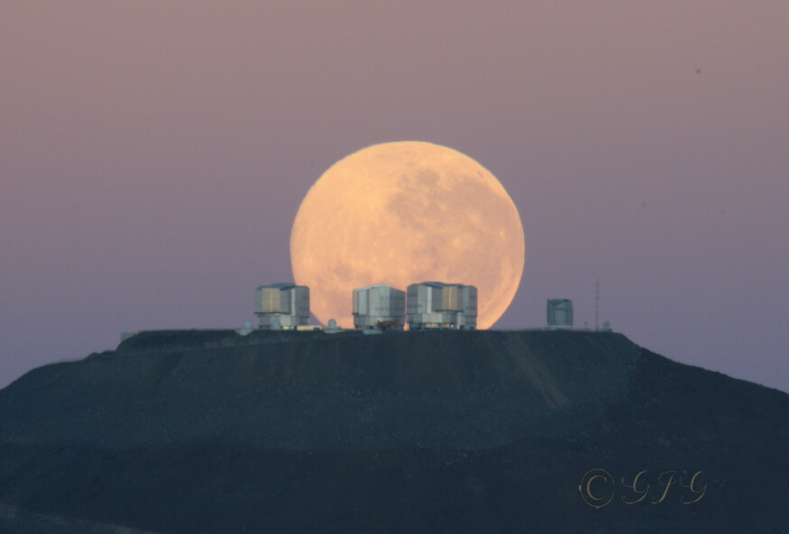 paranalMoonset_gillet_f