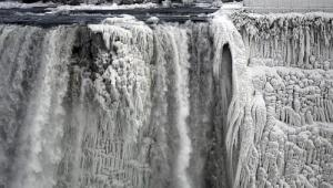 Niagara Falls freezes due to the extreme cold conditions. Photo: Reuters